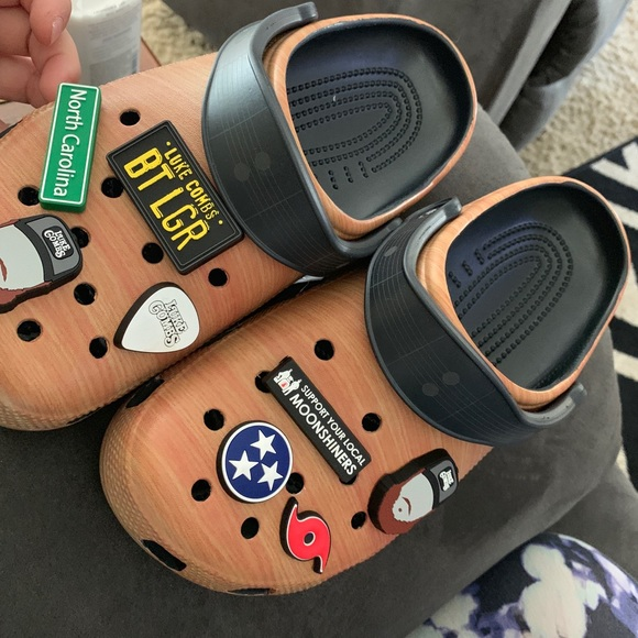 check out 23538 5f621 Luke Combs Crocs from the CMA festival NWT
